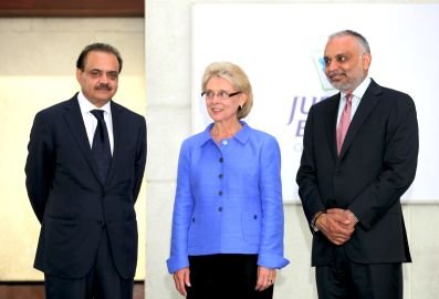 Ms Christine Gregoire, Governor of Washington, US, at the Jubilant Life Sciences headquarter in Noida, India, with CMD Mr Shyam S Bhartia (left) and Co-chairman & MD Mr Hari S Bhartia